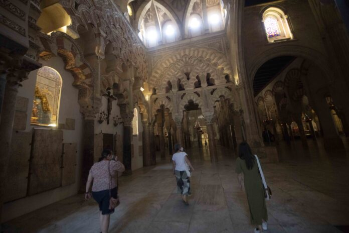 Visitantes en la Mezquita-Catedral de Córdoba / RAM