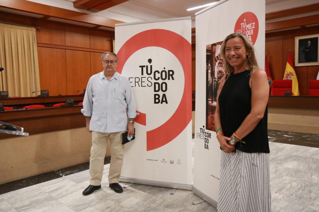 Rafael Pérez de la Concha e Isabel Albás en la presentación de tu eres Córdoba