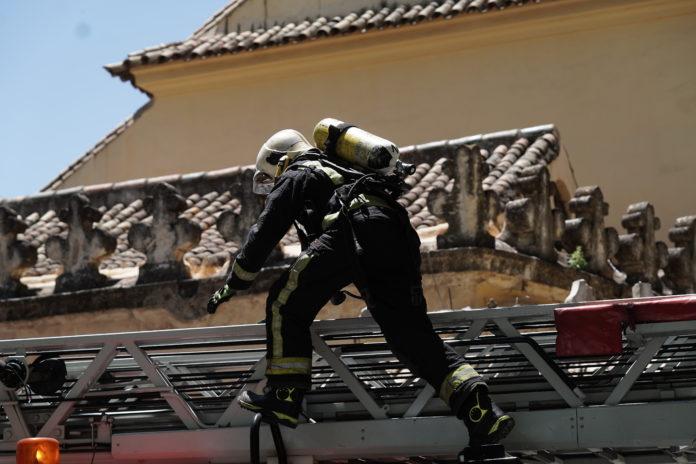 Bomberos en incendio Gran Capitán