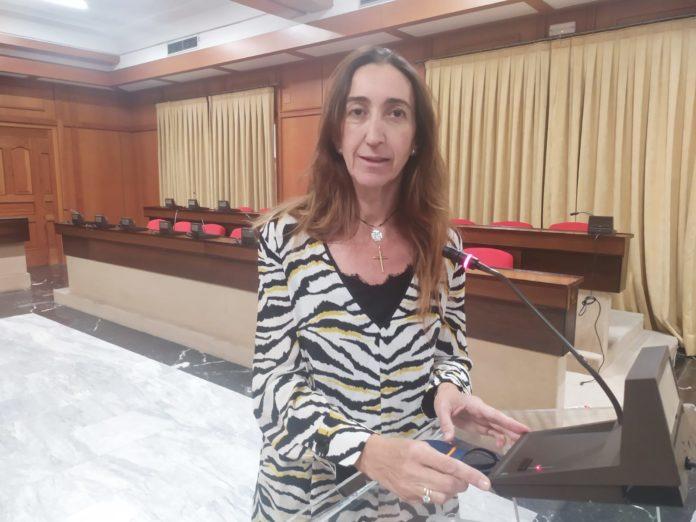 Paula Badanelli en el salón de plenos del Ayuntamiento