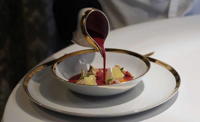 Gazpacho de cerezas con ostras
