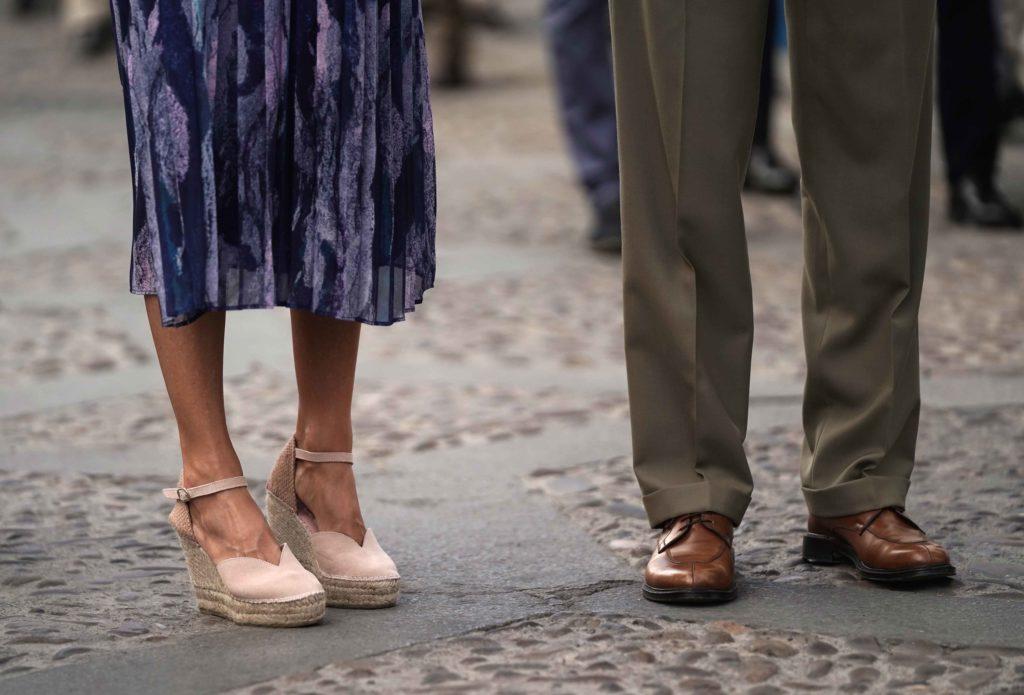 Detalle de los zapatos de la reina Letizia