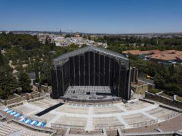 Montaje del escenario del teatro de La Axerquía. Foto: RAM.