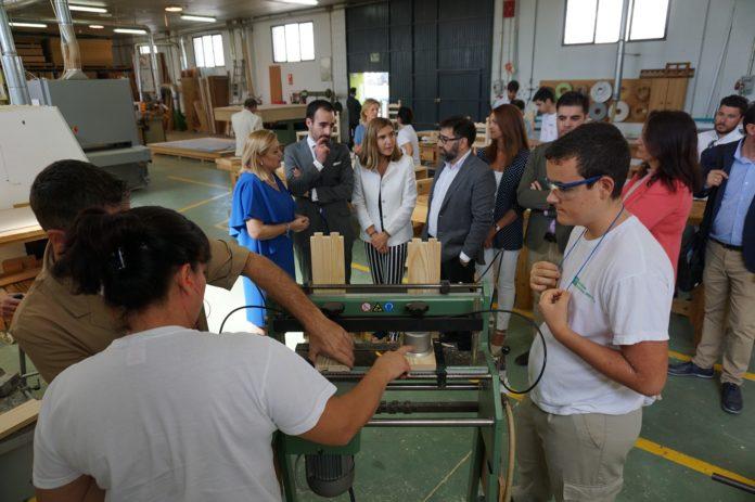 Visita de la Consejera a la Escuela de la Madera en octubre del pasado año