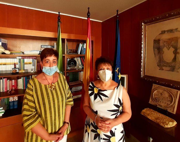 La Subdelegada del Gobierno en Córdoba, Rafaela Valenzuela, y la Alcaldesa de Moriles, Francisca Carmona