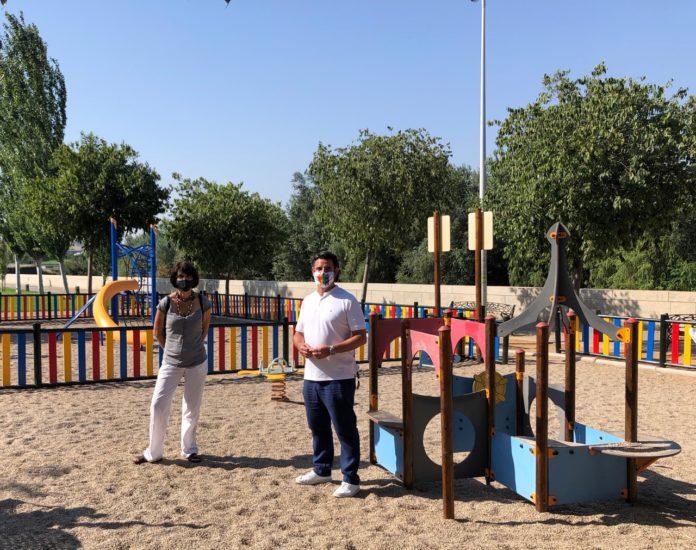 Amparo Pernichi y Pedro García en el parque de Ruth y José