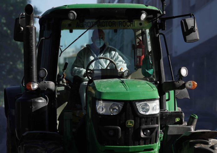 Tractorista en las calles de Córdoba