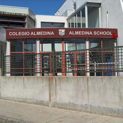 Fachada del colegio Almedina