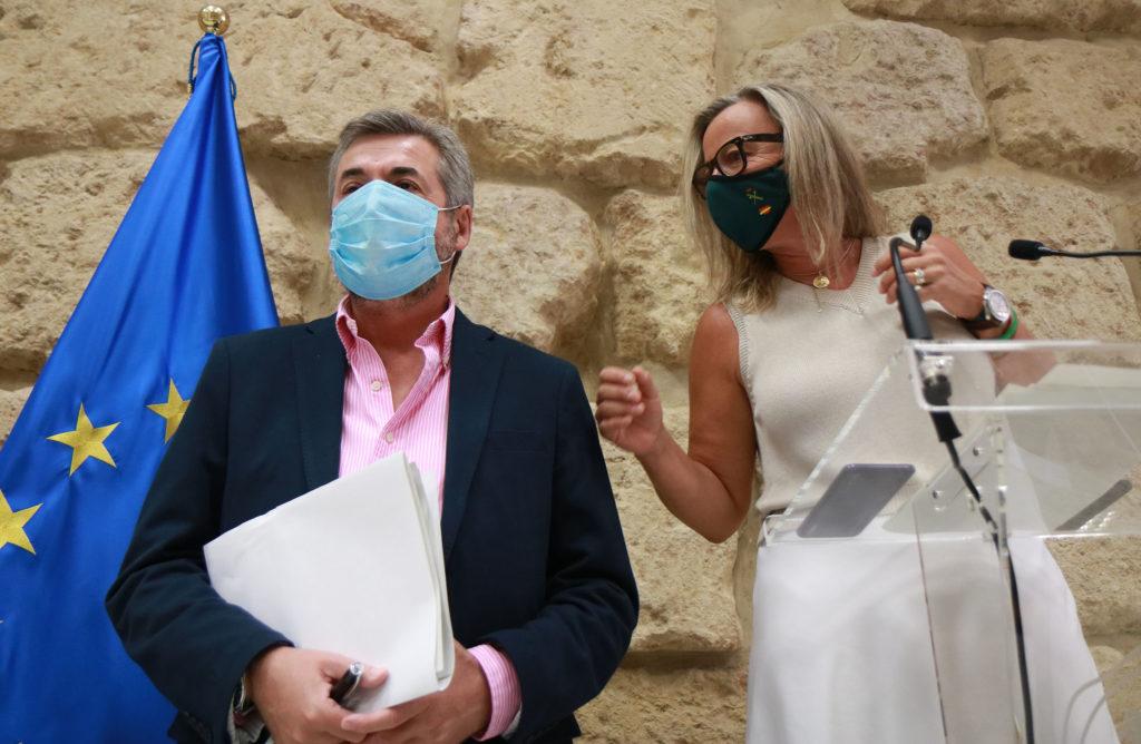 De izquierda a derecha Miguel Ángel Torrico e Isabel Albás en una rueda de prensa Hablando de asuntos de actualidad