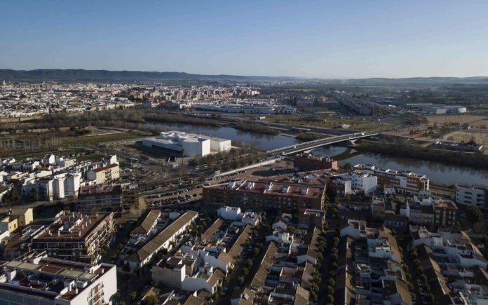 Vista aérea de Córdoba con drone