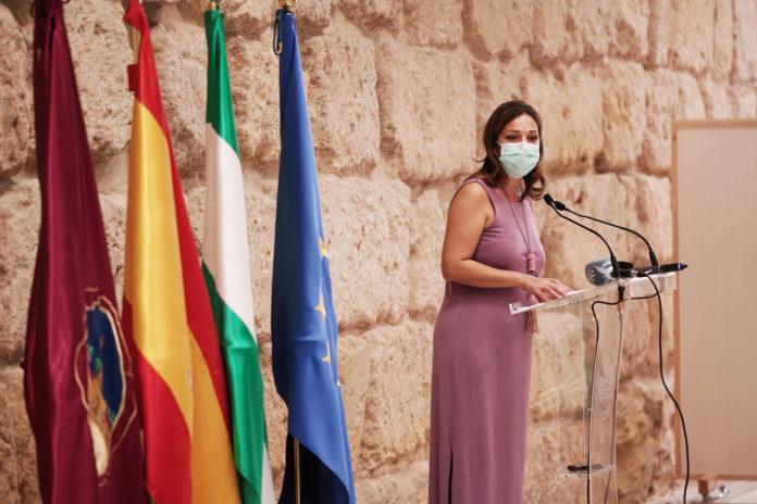 Isabel Ambrosio en una rueda de prensa
