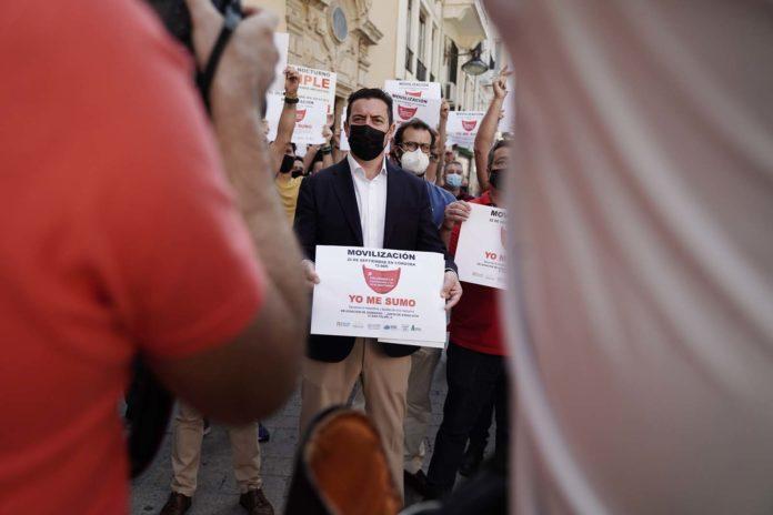 Hostecor se manifiesta en la puerta de la Delegación del Gobierno.