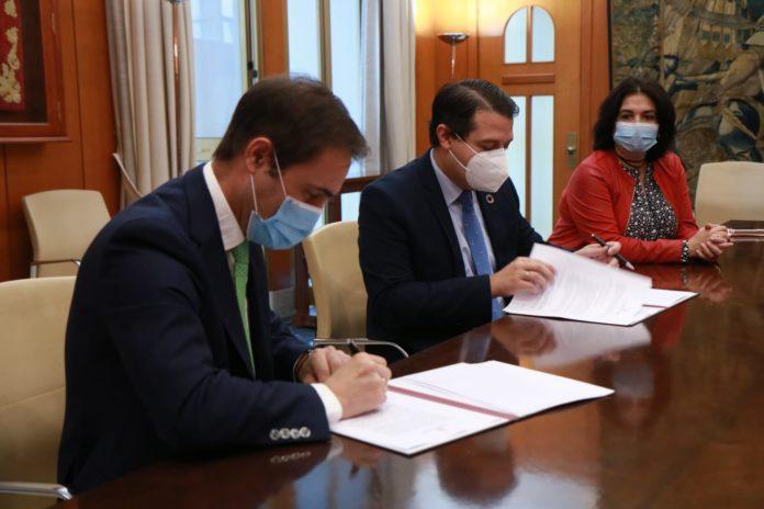 Firma convenio colaboración, Ayuntamiento de Córdoba