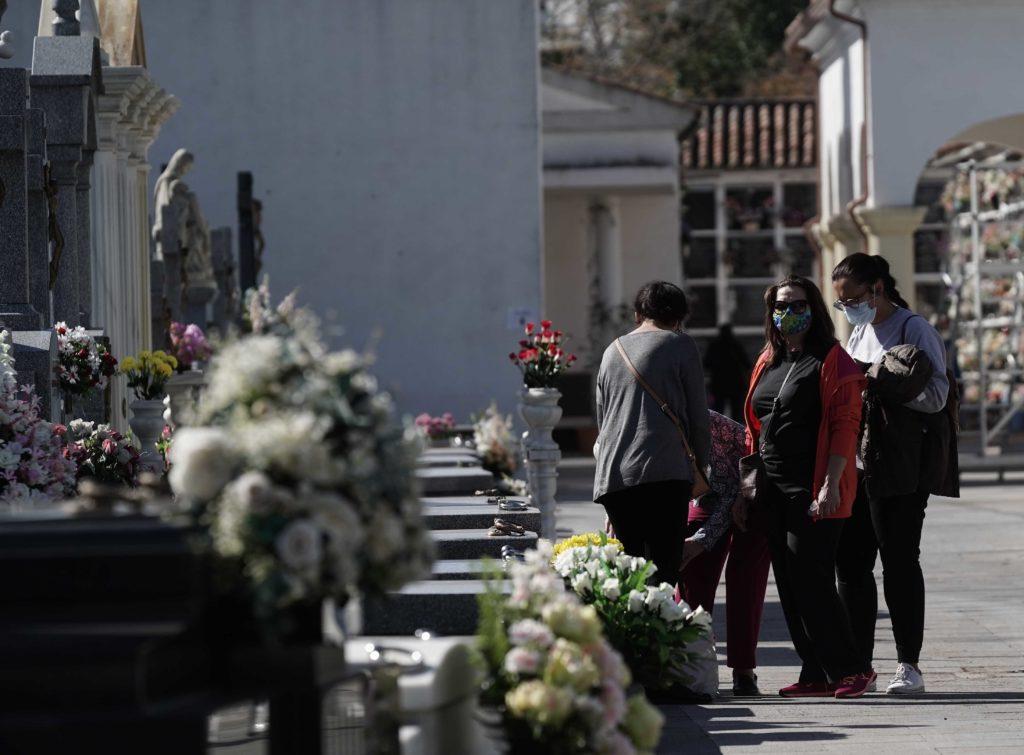Cordobeses en el cementerio de San Rafael. Foto: RAM