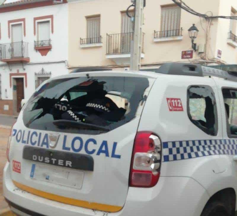 Vehículo afectado de la Policía Local de Peñarroya-Pueblonuevo. FOTO: Insitu Diario