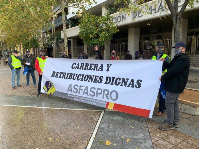 Asociación Asfaspro manifestándose por una mejora en la nómina de los militares