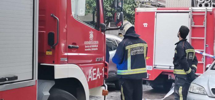 Efectivos del cuerpo de bomberos de Córdoba. FOTO: Helen Mínguez