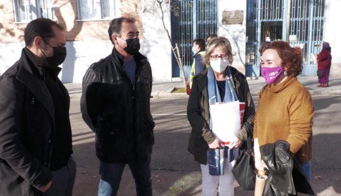 Adelante Andalucía por Córdoba e Izquierda Unida en la entrega de firmas para cubrir la plaza de médico vacante