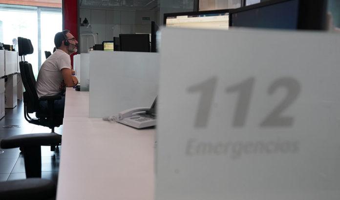 Operador en la sala regional de 112 Andalucía