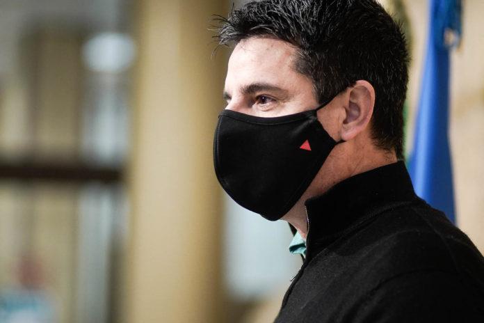 Pedro García en la sala de prensa del Ayuntamiento de Córdoba. Foto: Miguel Valverde.