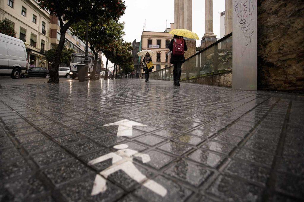 Lluvia en el centro de Córdoba. Foto: Miguel Valverde