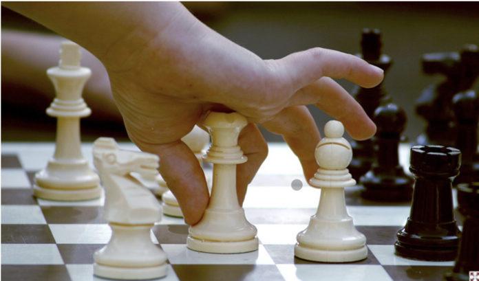 El programa tiene el objetivo de dar a conocer los beneficios de la práctica y enseñanza del ajedrez en el ámbito educativo.