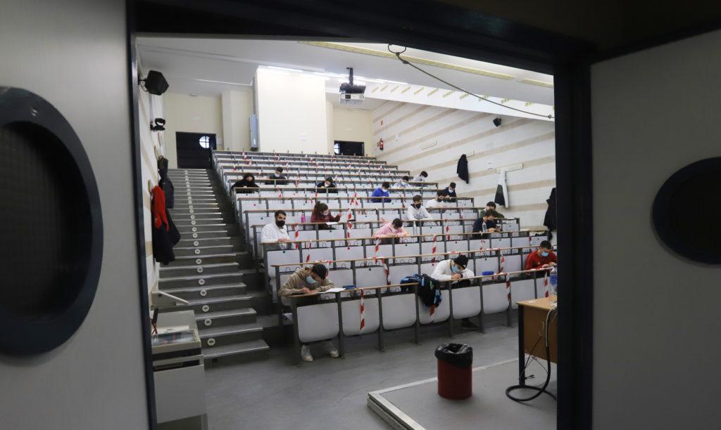 Los universitarios se examinan en el Campus de Rabanales. FOTO: Comunicación UCO