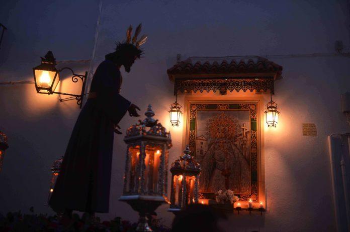 Paso de una procesión del Cristo en la Semana Santa de Córdoba