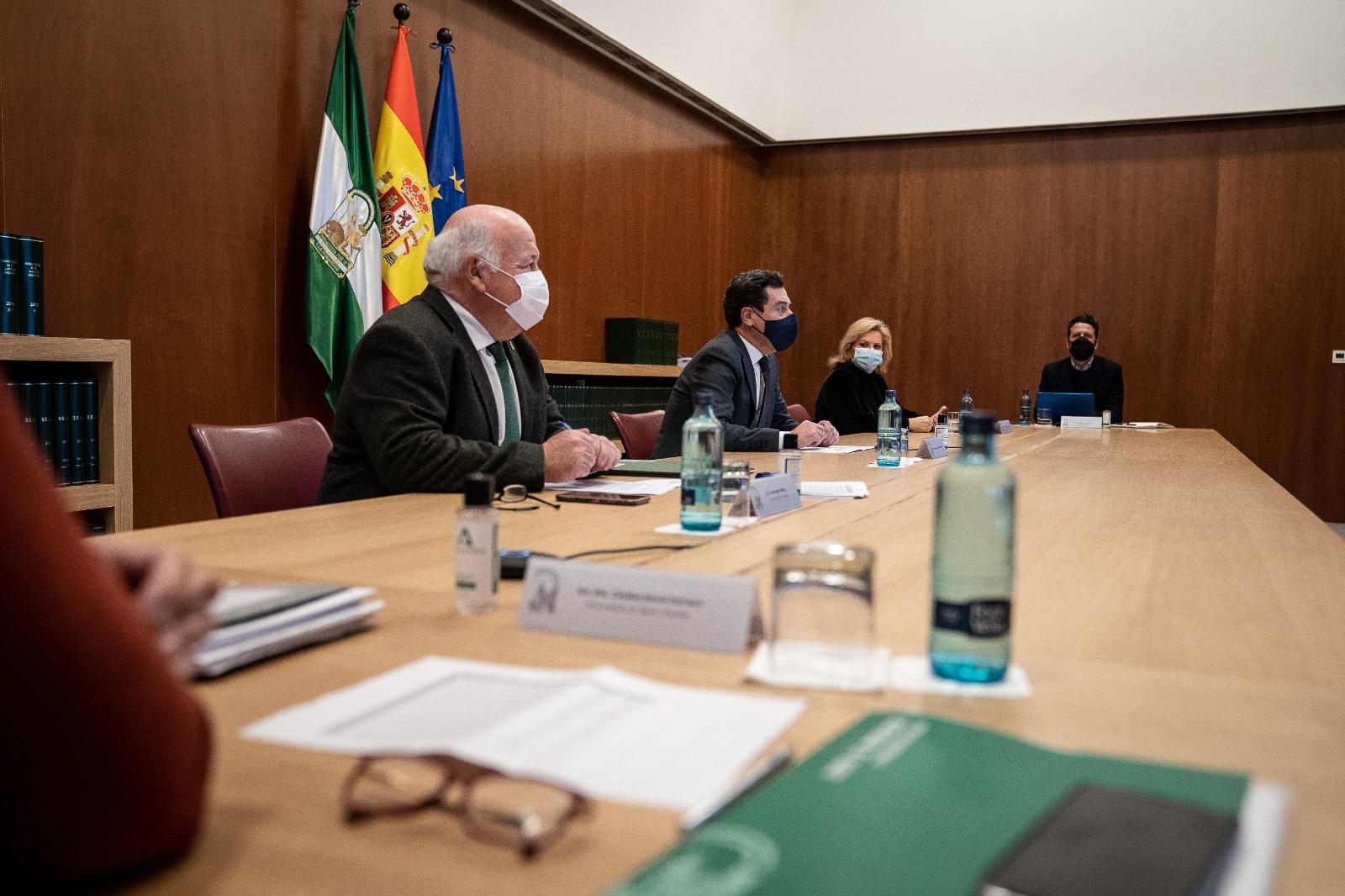 Juanma Moreno se reúne con el Comité de Expertos para endurecer las medidas en Andalucía