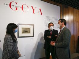 Antonio Pulido, presidente de la Fundación Cajasol, el alcalde de Córdoba, José María Bellido, y la comisaria de la muestra, María Toral inauguran la exposición
