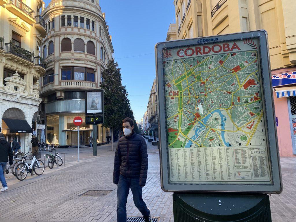 Calle Cruz Conde en una fría mañana