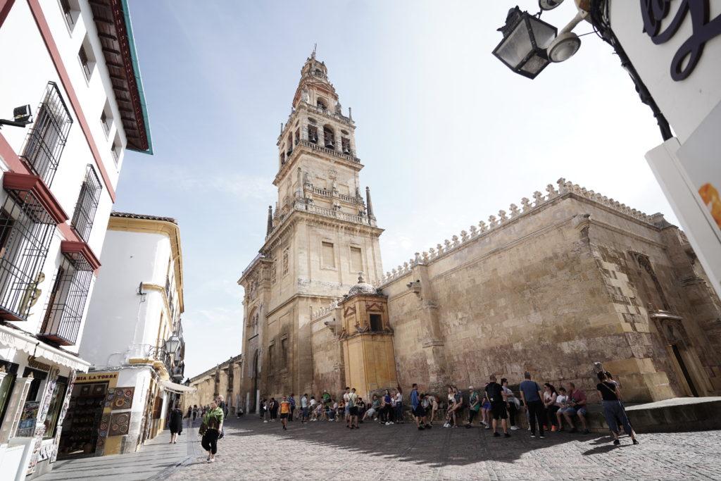 Filas para acceder a la Mezquita-Catedral. FOTO: Laura Martín
