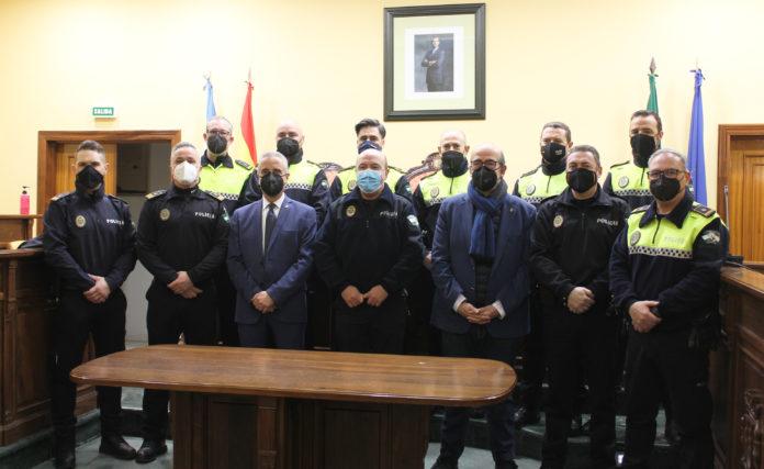 Rafael Blancar, junto al alcalde, delegado de Seguridad Ciudadana y parte de sus compañeros