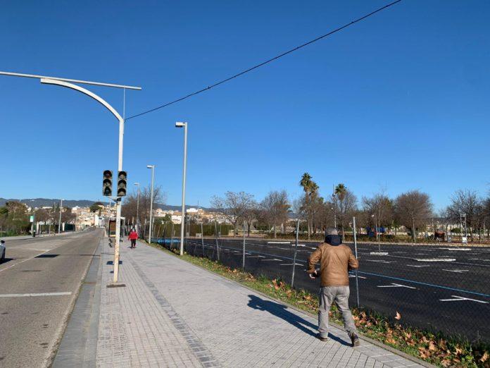 Imagen del semáforo que abastece de electricidad al parking. FOTO: RAM