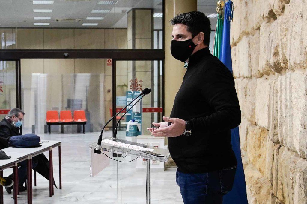 Pedro García en la sala de prensa del Ayuntamiento de Córdoba