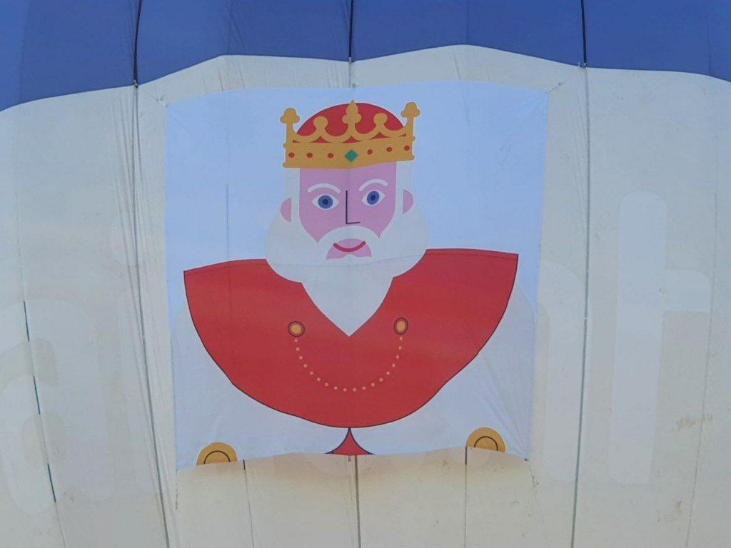Imágenes de los últimos preparativos de los globos de la Cabalgata de los Reyes Magos