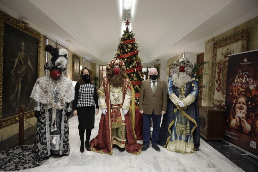 Los Reyes Magos visitan el Ayuntamiento de Córdoba