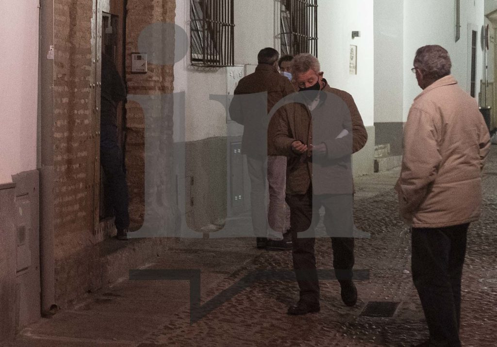 De izq. a derecha; Javier Campos, Joaquín Zurita y otras dos personas
