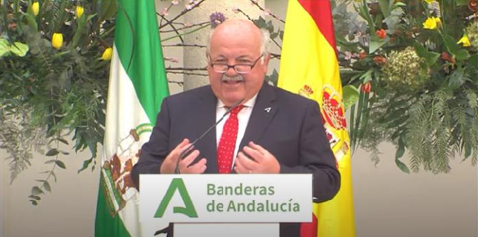 El consejero de Salud y Familias de la Junta, Jesús Aguirre