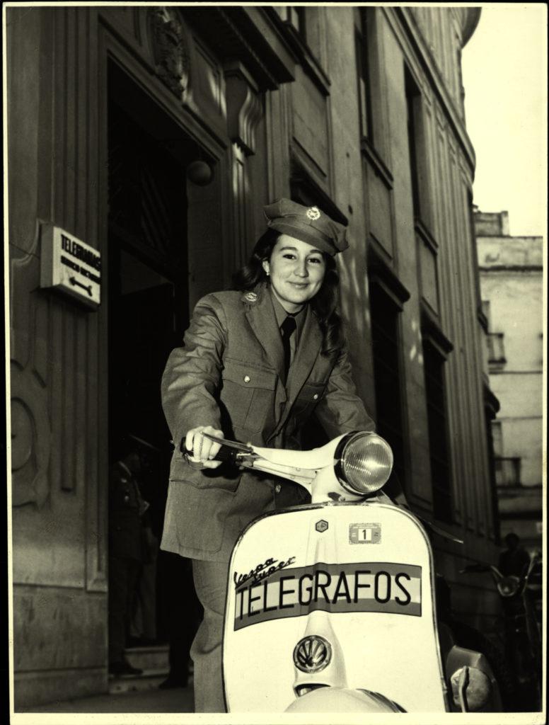 1970_Repartidora motorizada de Telégrafos