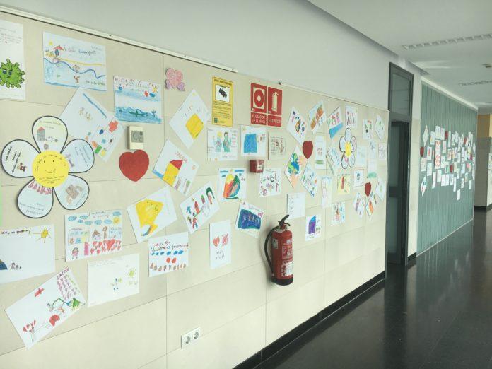 Muestra de los dibujos y cartas de ánimos de los estudiantes de primaria por la lucha contra la Covid-19