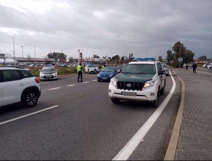 Uno de los controles de cierre perimetral establecidos en Córdoba por la Guardia Civil