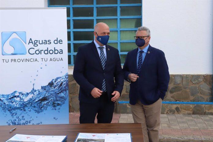 Diputación. El presidente de la Diputación de Córdoba, Antonio Ruiz, que y su homólogo en Emproacsa, Esteban Morales