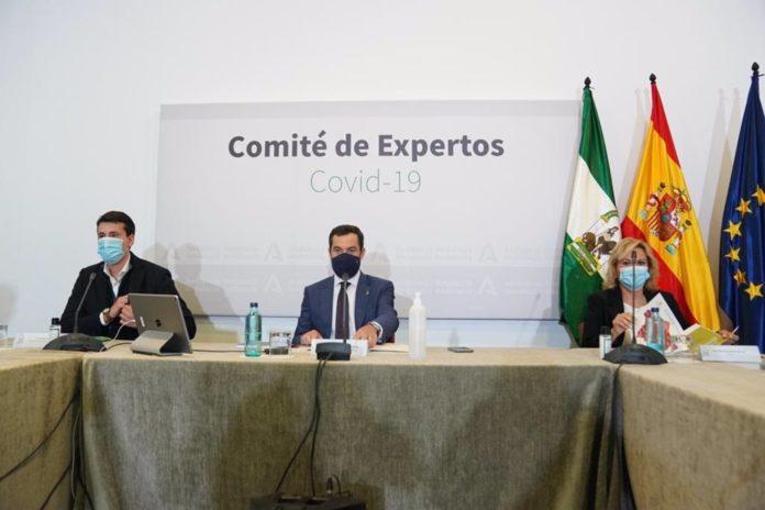 El presidente de la Junta de Andalucía, Juanma Moreno, preside la reunión del comité de expertos