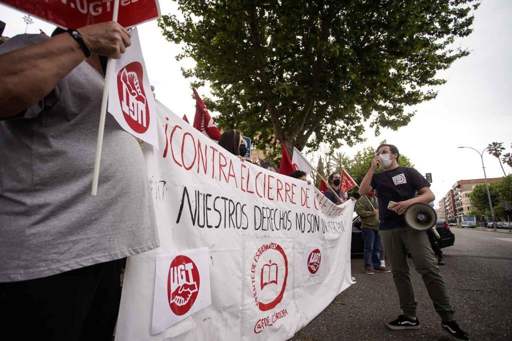 Manifestación a las puertas del Rectorado. Foto: Miguel Valverde