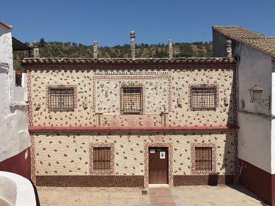Fachada de la Casa de las Conchas en Montoro (Córdoba). FOTO: Tripadvisor