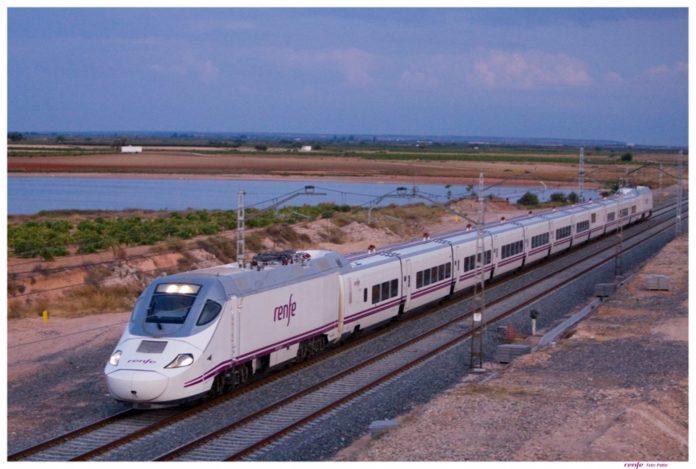 Un tren de Renfe, en una imagen de archivo