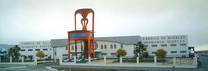 La silla más grande del mundo en Lucena (Córdoba). FOTO: Huertas Furniture