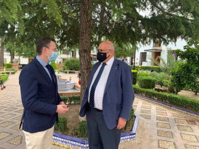 El delegado de Agricultura de la Junta con el alcalde de La Rambla