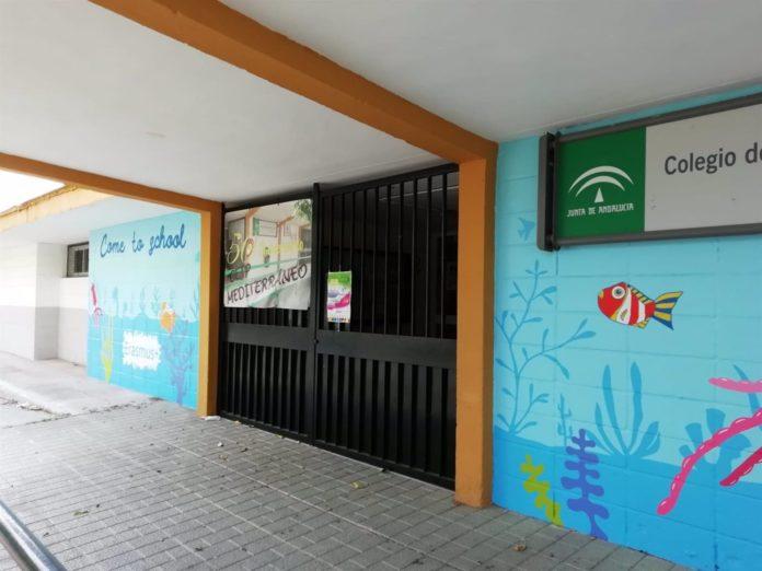 Entrada a un colegio público en Córdoba